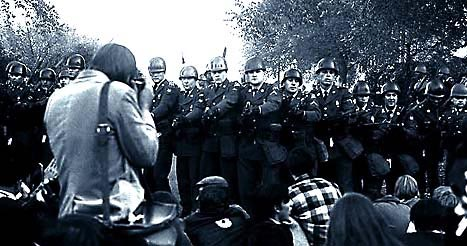 [Picture of Anti War Confronting The Army at the Pentagon,Oct. 1968 ]