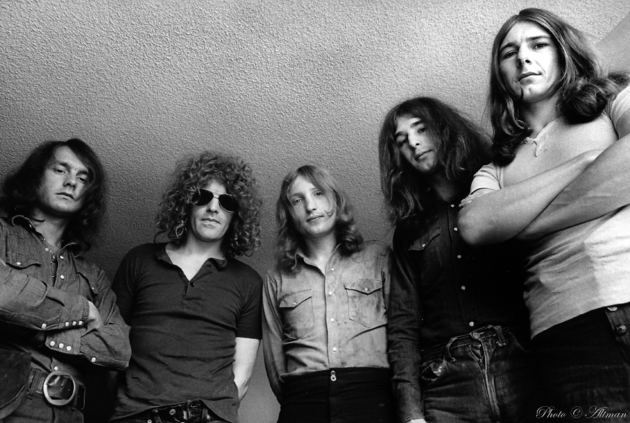 http://www.altmanphoto.com/mott_the_hoople.jpg